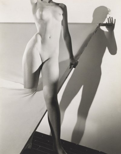 George Platt Lynes, Untitled, 1941. Gelatin silver print, 9 9/16 × 7 5/8 in. (24.3 × 19.4 cm). The Museum of Fine Arts, Houston, The Allan Chasanoff Photographic Collection, 91.849. © George Platt Lynes Estate