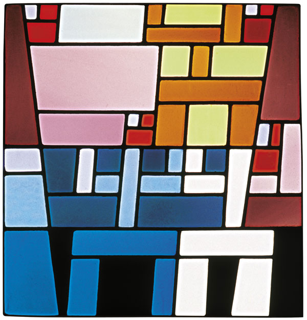 Sophie Taeuber-Arp. Vitrail Composition abstraite désaxée. c. 1926-27. Stained glass. 18 1/8 x 17 5/16″ (46 × 44 cm). Musée d'Art Moderne et Contemporain de Strasbourg. Photo: Musées de Strasbourg, A. Plisson. © 2020 Stiftung Arp e.V., Berlin/Rolandswerth / Artists Rights Society (ARS), New York